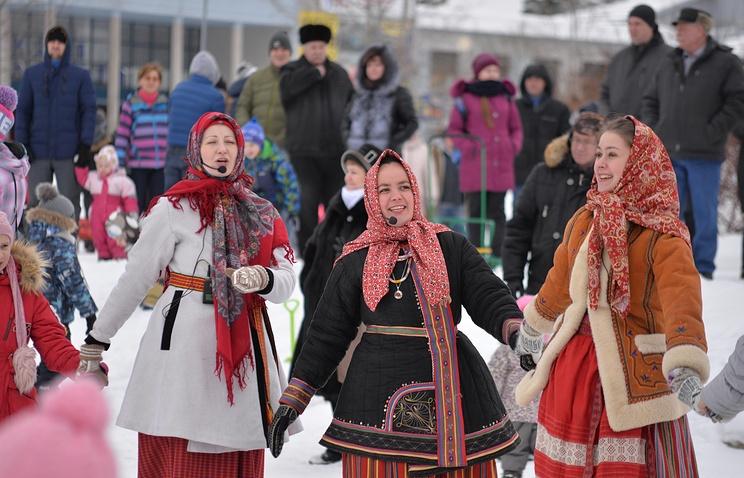 """В Ленобласти отметили Масленицу с банькой """"Бабы-яги"""" и народным театром"""