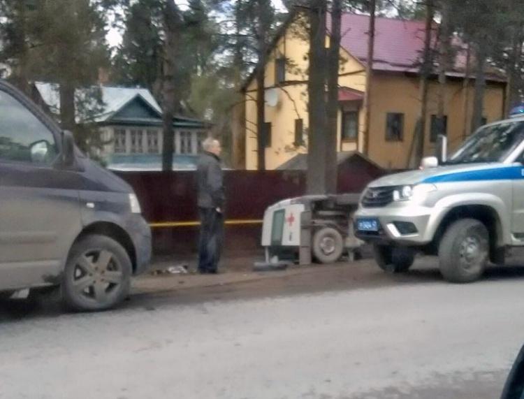 """На Колтушском шоссе """"Фольксваген"""" отправил в кювет """"скорую"""""""