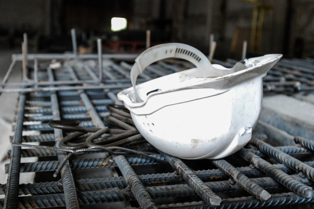 Рабочий выжил, упав с пятого этажа в Кудрово