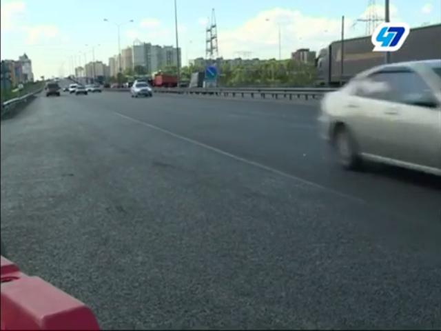 Чиновники дорожного комитета проверили качество дорожных работ на Колтушском шоссе (видео)