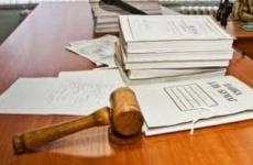 В Ленинградской области завершено расследование уголовного дела в отношении бывшего полицейского-водителя, обвиняемого в получении взятки и в подделке документа