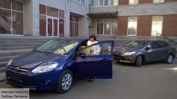 Выдающихся педагогов Ленобласти наградили автомобилями
