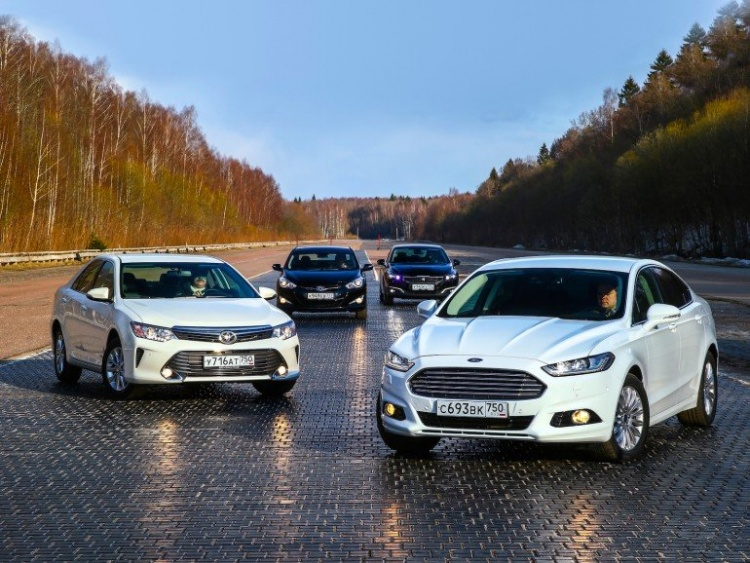 Новый Ford Mondeo против одноклассников: четыре по сто пятьдесят