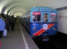 На станции метро петербурженке подсунули записку с предупреждением о теракте