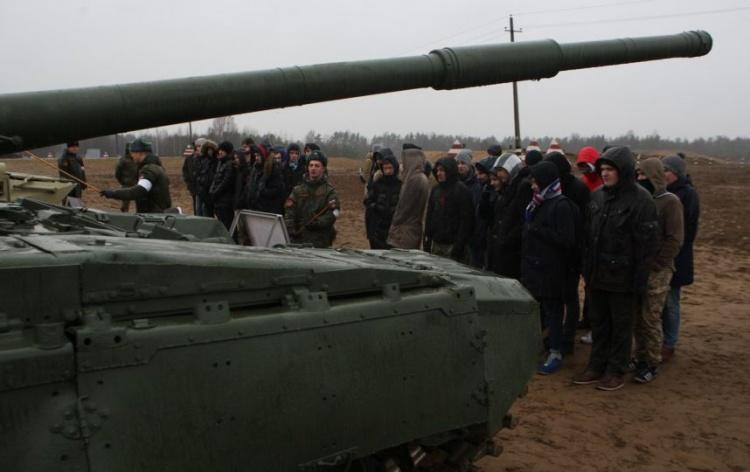 Петербургские старшеклассники посоревновались в сборке автомата вслепую