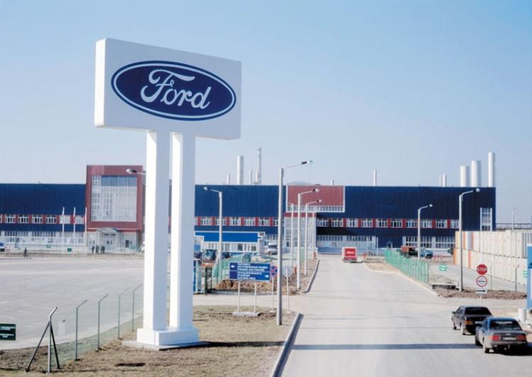 Сотрудники завода Ford попросили и.о. губернатора Ленобласти помочь решить конфликт с работодателем.