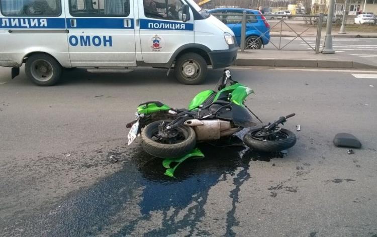 На Дороге Жизни в Ленобласти в ДТП попал мотоциклист