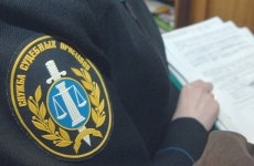 По иску Всеволожского городского прокурора признано незаконным бездействие судебных приставов-исполнителей, не принявших мер для взыскания ущерба с должника