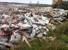 В поселке Свердлова вместо спортивных объектов росли кучи отходов