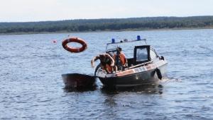 На пляже «Осиновец» «спасали» пассажиров перевернувшейся лодки