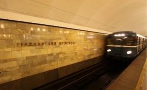 В метро между Девяткино и Гражданским проспектом сломался поезд