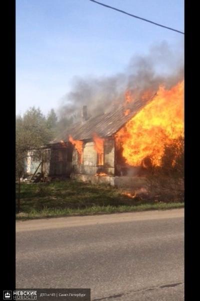 Во Всеволожском районе загорелся дом