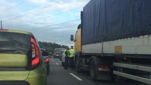 Очевидцы: На Мурманском шоссе ДТП с двумя легковушками спровоцировало пробку