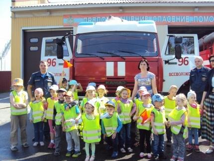 В рамках года пожарной охраны ребята из детского сада побывали на экскурсии в 96 пожарной-спасательной части