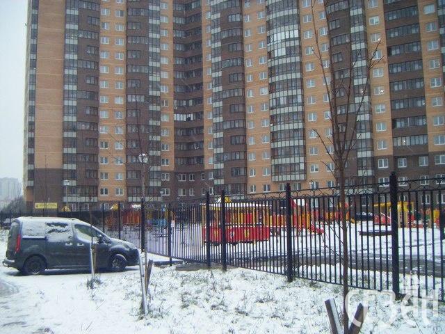 В Новом Девяткино девушка насмерть разбилась при падении с 14 этажа